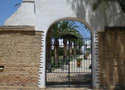 Almonte señala las fosas comunes de su antiguo cementerio como Lugar de Memoria de Andalucía para recordar a las víctimas de la Guerra Civil Española