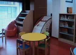 """La biblioteca Miguel de Cervantes de El Viso del Alcor recibe un galardón en el concurso nacional María Moliner por su proyecto """"Familias de Cuento"""""""