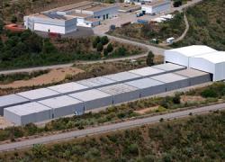 Los municipios del entorno del cementerio nuclear de El Cabril se concentran hoy ante la sede de la Empresa Nacional de Residuos Radiactivos (Enresa) en protesta por el incumplimiento de los convenios acordados