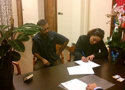 Una familia de Atarfe logra mantener su hogar gracias al apoyo de la asamblea local de Stop Desahucios 15M Granada, tras firmar con Caixabank una reestructuración de su hipoteca