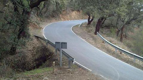 Mejorados el pavimento y señalización de 20 kilómetros de vía en la carretera HU-8105 y su travesía en Aracena, suponiendo además 40 puestos de trabajo, gracias a la inversión de la Diputación de Huelva