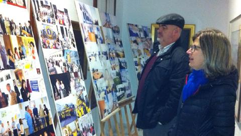 La Asociación de Familiares de Enfermos de Alzheimer y otras demencias, AFA, organiza en el museo Vázquez Díaz de Nerva una exposición itinerante para celebrar los diez años al de la Unidad de Estancia Diurna