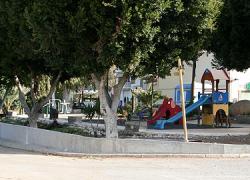 El municipio de Álora lleva a cabo la mejora y ampliación del parque Los Verdiales, que se encuentra en la Barriada El Puente, y el arreglo del pavimento y alumbrado de la barriada de Bermejo
