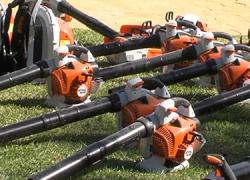 Los municipios de la provincia de Sevilla menores de 20.000 habitantes recibirán más de 90 unidades de maquinaria para limpieza de parques y jardines públicos gracias al Plan Supera II de Diputación