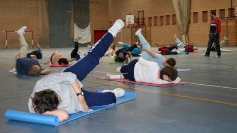 Los talleres de gimnasia para mayores de Morón de la Frontera alcanzan las 400 personas usuarias tras 40 años de fomento del envejecimiento activo en los pabellones deportivos y el centro de día