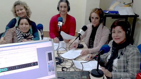 EMA-RTV mantiene su apuesta por la igualdad de género y la inclusión social con el Taller de Radio para 12 mujeres inmigrantes en la localidad sevillana de San Juan de Aznalfarache