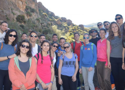 22 jóvenes de la localidad almeriense de Vera, con edades comprendidas entre los 16 y 30 años, disfrutan de actividades de multiaventura en la Sierra Cabrera, tales como escalada, rapel y tirolina
