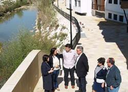 Puente Genil abre al público el primer tramo del paseo fluvial junto al río Genil, que discurre entre el puente de Miragenil y la calle Postigos de la localidad, una obra posible gracias a los fondos Profea