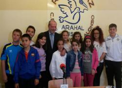 Radio Paz y su programa 'Protagonistas los niños', la emisora escolar del Colegio Sánchez Alonso de Arahal, cumplen 500 programas y lo conmemoran con una entrevista al presidente de la Diputación de Sevilla