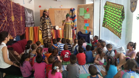 La Residencia Universitaria Flora Tristán celebra sus V Jornadas Literarias dirigidas al alumnado de primaria de los centros educativos del Polígono Sur de Sevilla para crear redes y potenciar la cohesión