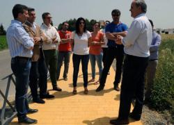 Finalizan las obras de ejecución del paso peatonal entre El Carpio y la aldea de Maruanas, una petición histórica de los vecinos de ambas poblaciones que han demando durante décadas mayor seguridad en esta vía