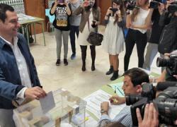 24M: El presidente del PP andaluz, Juan Manuel Moreno, vota en Málaga y pide a la ciudadanía que vaya a votar en un día importante para Andalucía