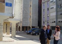 110 viviendas públicas del Polígono Sur de Sevilla se beneficiarán de las obras que la Junta de Andalucía ha puesto en marcha para rehabilitar zonas comunes de seis bloques del barrio de Martínez Montañés