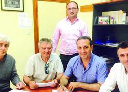 El municipio jienense de La Iruela firma un convenio para colaborar con un programa de erradicación del absentismo y las situaciones conflictivas en el IES Castillo de La Yedra