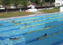 Las escuelas deportivas de verano de Manilva mantienen abierto su plazo de inscripción para participar en las diferentes disciplinas ofertadas, como natación, fútbol o baloncesto, durante julio y agosto