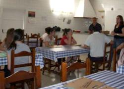 """La asociación de mujeres de Écija """"Hierbabuena"""" prepara un taller gratuito de cocina tradicional para promocionar el patrimonio gastronómico de la Campiña y Los Alcores duante los días 11, 18 y 25 de junio"""