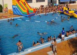 Los padres y madres de Huétor Tájar tendrán más fácil conciliar su vida laboral y familiar durante el verano gracias a diversas iniciativas, tales como cursos de natación, campamentos de verano o una ludoteca