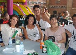 La Asociación Vecinal de Las Casas Nuevas de Álora organiza la segunda edición de su Fiesta Popular, una jornada de convivencia, actuaciones musicales, baile, juegos infantiles y comida popular