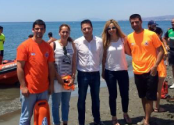 Torrox destaca la labor que realizan los servicios de vigilancia y salvamento en las playas del municipio malagueño al encontrarse operativos de 10 a 21 horas durante toda la temporada estival