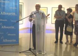 """La Biblioteca Municipal de Alhaurín el Grande acoge la exposición «Ensamble"""" la cual recoge 25 obras pictóricas que resumen diferentes experiencias del artista local Baltasar Benítez hasta finales de verano"""
