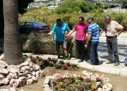 Los parques, jardines y zonas verdes de Manilva se beneficiarán del Plan de Mejora, Embellecimiento y Reposición de Plantas que va a aplicar el consistorio en varios puntos del municipio malagueño
