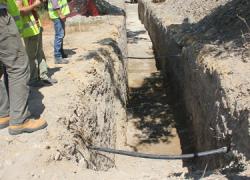 La sociedad estatal Aguas de las Cuencas de España decide trasladar una tubería para preservar los restos arqueológicos encontrados en el yacimiento «El Lavadero», término municipal de Marchena