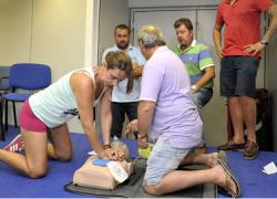 Jerez inicia cursos para el uso de desfibriladores destinados al personal municipal de hasta cuatro complejos deportivos distintos con el objetivo de garantizar la seguridad de la ciudadanía y deportistas