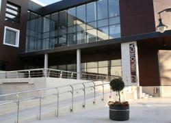 La Biblioteca Municipal del municipio malagueño Alhaurín el Grande cumple el quinto aniversario desde su apertura, con más de 50.000 visitas y un aumento de los socios inscritos de hasta 5.700 usuarios