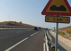 La carretera jienense A-44 vuelve a presentar mal estado del firme cinco años después de una reparación de alrededor de 20 millones de euros, debido a la geología del terreno, compuesto de arcilla