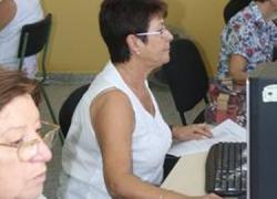 Los vecinos y vecinas del municipio sevillano de San Juan de Aznalfarache podrán disfrutar de una amplia oferta de cursos y talleres puestos en marcha por Área de Igualdad de Género y Políticas de Mayores