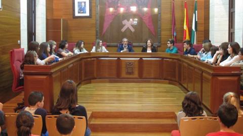 Los delegados y delegadas escolares de los institutos de Vera ya forman parte del Consejo Municipal de Infancia con el objetivo de fomentar la participación de la infancia y juventud en la vida municipal