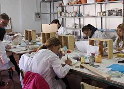 41 jóvenes en situación de desempleo de La Rambla recibirán formación por medio de tres cursos de cerámica, alfarería y marketing que serán impartidos para apoyar la demanda del sector alfarero