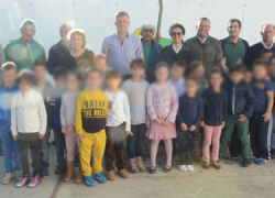 """El alumnado de infantil de los colegios Hermanos Pinzón y San Jorge de Palos de la Frontera han participado en la plantación de árboles del programa """"Un árbol cada día"""" para cuidar y respetar el medio ambiente"""