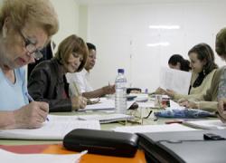 Las personas mayores de 55 años de Puente Genil podrán inscribirse en la nueva edición de la Cátedra Intergeneracional tras la renovación del convenio entre el consistorio y la Universidad de Córdoba