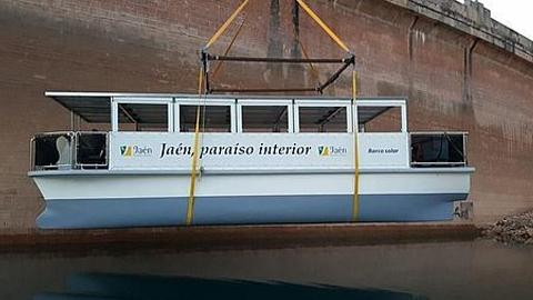 Villanueva del Arzobispo y La Iruela están entre los municipios afectados por el corte de tráfico en la carretera A-319 debido al traslado para su botadura delbarco solar turísticodel pantano del Tranco