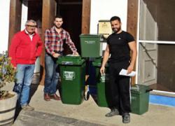 """Los establecimientos hostelería y restauración de Huércal de Almería son los primeros de la provincia en disponer del nuevo sistema de contenedores especiales """"Vacri"""" para la recogida selectiva de vidrio"""