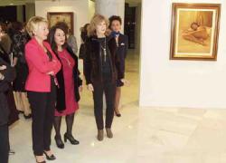 Una exposición delartista almeriense Cantón Checa reúne una selección de su obra pictórica en el Teatro Auditorio de Roquetas de Mar, muestra que estará abierta al público hasta el próximo 31 de marzo