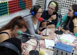 La emisora radiofónica del CEIP Andalucía, Radio Abierta, del barrio hispalense del Polígono Sur, amplía su cobertura llegando también a los barrios colindantes gracias a un convenio con la Fundación Meridianos