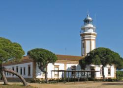 Los faros de El Rompido y Mazagón podrán visitarse en el primer trimestre del año dentro del programa de visibilización y puesta en valor del patrimonio costero 2016 organizado por el Puerto de Huelva