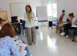 Los padres y madres de Roquetas de Mar podrán formarse en educación responsable a través de una nueva acción formativa gratuita puesta en marcha por el Área de Servicios a la Ciudadanía municipal