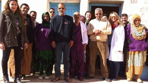 La asociación Carysa impulsa una escuela de matronas en el campo saharaui de Dajla, en Argelia, para evitar que las mujeres embarazadas tengan que recorrer 200 km. de desierto para recibir atención sanitaria