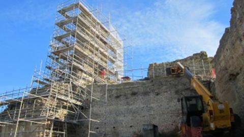 El Alcázar del Rey Don Pedro de Carmona inicia una nueva fase de restauración que busca garantizar la seguridad estructural del edificio consolidando la Torre del Homenaje de 18 metros de altura