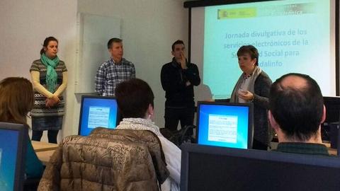 Centros Guadalinfo de Granada participan en unas jornadas sobre el sistema Cl@ve con el objetivo de dar a conocer a sus personas usuarias estas nuevas formas de acceso a la administración electrónica