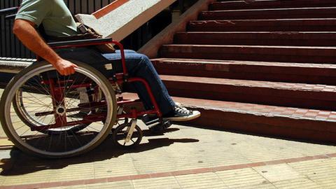 Representantes de los colectivos de diversidad funcional de Marbella integran una comisión con el fin de visitar las obras municipales y garantizar el cumplimiento de la normativa de accesibilidad