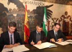 El turismo marbellí se beneficiará de un acuerdo firmado por el Ayuntamiento y empresarios del municipio para promover los atractivos locales y crear empleo estable y de calidad de cara al futuro