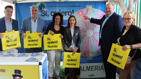 """La campaña de concienciación """"Sí, quiero reciclar"""" enseñará la importancia del reciclaje y la separación de los residuos en doce localidades almeriense siendo Huércal de Almería la elegida como punto de partida"""