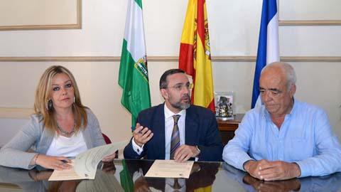 La localidad onubense de San Juan del Puerto ha firmado un acuerdo de colaboración con la asociación Adesva que ayudará a la mejora, innovación, investigación y competitividad del sector agrícola