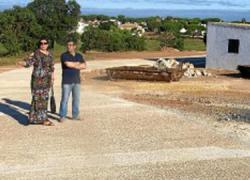 Los vecinos y vecinas de la localidad onubense de Aljaraque podrán disfrutar de mejoras en las infraestructuras del acerado, alcantarillado y asfaltado en la zona de Los Corrales conocida como 'Casas Nuevas'