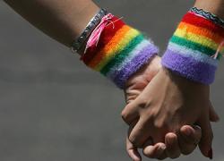 Nerva celebra el Día del Orgullo LGTBI reivindicando la diversidad sexual y rechazando la homofobia con la izada de la bandera arcoíris, la lectura de un manifiesto, una exposición y una charla-coloquio