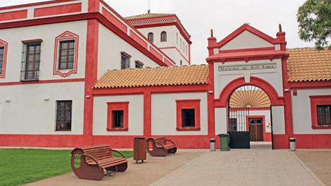 La Hacienda Santa Cruz de La Rinconada pone en marcha la iniciativa 'La Hacienda Encantada' con el fin de promover espectáculos nocturnos de primer nivel que combinan música, flamenco, humor, teatro y poesía